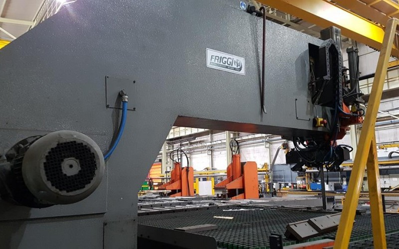 2001 Friggi VAS OSF Automatic Travelling Stainless Steel Plate Bandsaw
