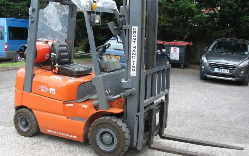 Industrial Catering Equipment & Related Accessories and a Heli H2000 Forklift Truck