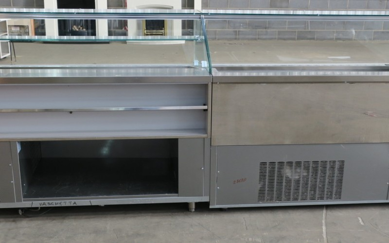 For Immediate Sale  2016 CIAM Ice Cream Display Counter with 18 x 5.2 Litre Ice Cream Tubs